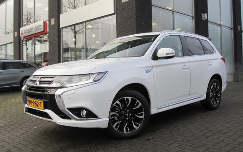 outlander phev occasion mitsubishi outlander phev instyle. Black Bedroom Furniture Sets. Home Design Ideas