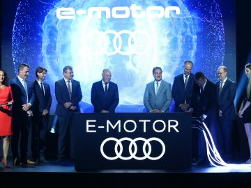 Series production of electric motors officially started in Gy?r. The electric motors are produced on floor space of 8,500 square meters with an innovative production concept: modular assembly.  The guests of honor at the official start of production of electric motors at Audi Hungaria. In the picture (from left to right): Mónika Czechmeister (Head of External Communications at Audi Hungaria), Jens Baumann (project management electric motors), Lóránt Székely (Head of production of electric motors), Achim Heinfling (Managing Director of Audi Hungaria), Peter Kössler (Board of Management Member for Production and Logistics at AUDI AG), Róbert Balázs Simon (Member of Parliament), Herbert Steiner (Member of the Board of Management for Engine Production at Audi Hungaria), Péter Szijjártó (Minister for Foreign Trade and Foreign Affairs) and Dr. Jari Hyvönen (Head of manufacturing planning of electric motors).