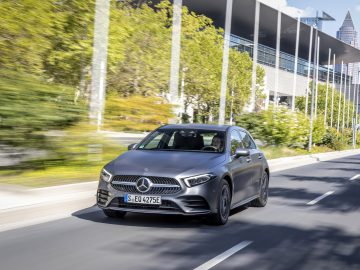 Mercedes-Benz A 250 e, designo mountaingrau magno, Leder schwarz/flamencorot // Mercedes-Benz A 250 e, designo mountain grey magno, Leather black/flamenco red
