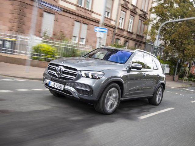 GLE 350 de 4MATIC, selenitgrau metallic, Ledernachbildung ARTICO/ Mikrofaser DINAMICA schwarz,   Kraftstoffverbrauch gewichtet 1,1 l/100 km, CO2-Emissionen gewichtet 29 g/km, Stromverbrauch gewichtet 25,4 kWh/100 km// GLE 350 de 4MATIC, selenite grey metallic,  ARTICO man-made leather/DINAMICA  microfiber black, Weighted fuel consumption 1.1 l/100 km, weighted CO2 emissions 29 g/km, weighted power consumption 25.4 kWh/100 km
