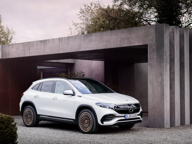 Mercedes-EQ, EQA 250, Edition 1, digitalweiss. EQA 250 (Stromverbrauch kombiniert: 15,7 kWh/100 km; CO2-Emissionen kombiniert: 0 g/km) // Mercedes-EQ, EQA 250, Edition 1, digital white. EQA 250 (combined power consumption: 15.7 kWh/100 km, combined CO2 emissions: 0 g/km)